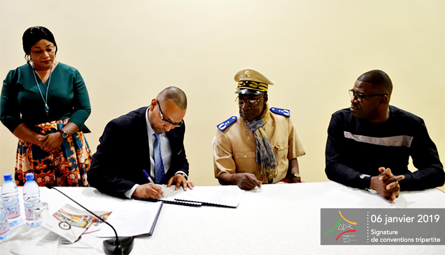 Signature des conventions tripartites entre l'AGEROUTE, les ADR et les conseils régionaux et le District de BamaKo